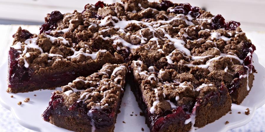 Torta od lešnika i višanja