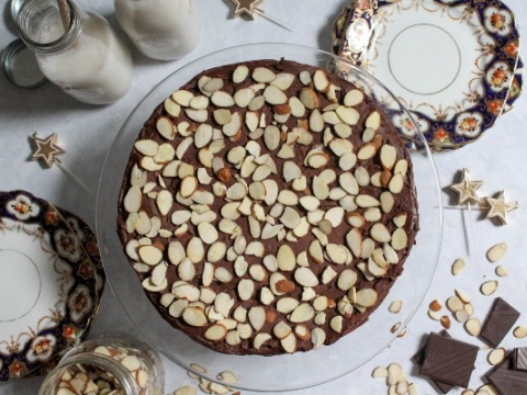 Ekstravagantna badem torta