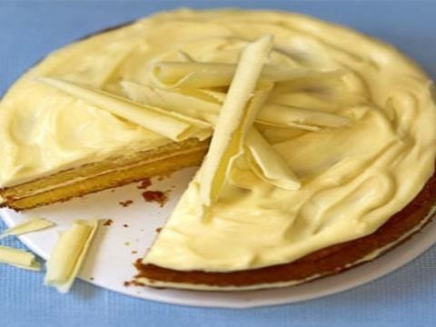 Torta sa belom čokoladom i pomorandžom