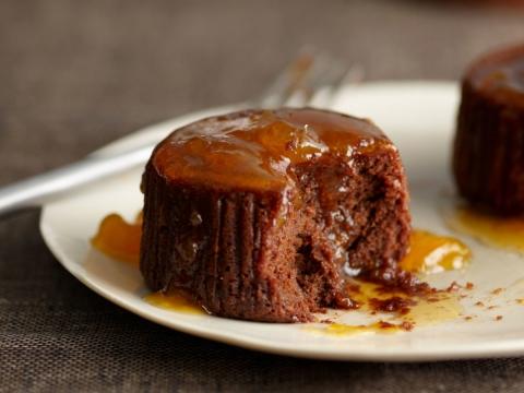 Čokoladni kolač sa džemom od kajsija