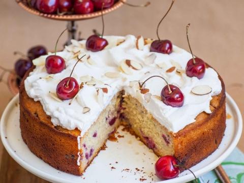 Posni kolač sa višnjama