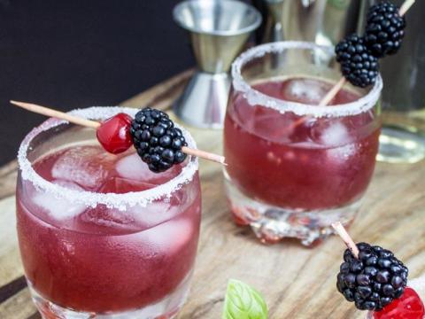Tri ledena voćna napitka