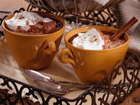 Napitak od čokolade sa cimetom i đumbirom