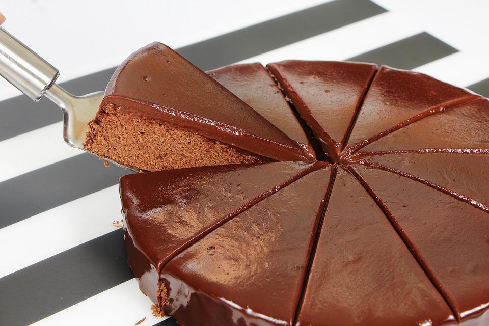Brza čokoladna torta sa slatkom pavlakom
