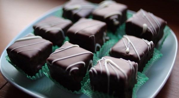 Čokoladni minjoni sa kokosom